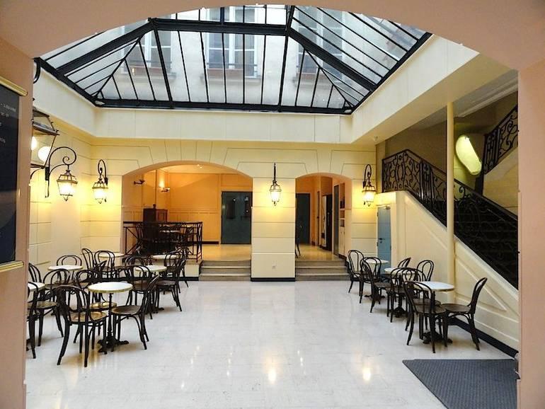 Cheap hotels near Musée du Louvre in Paris, France - EuroCheapo
